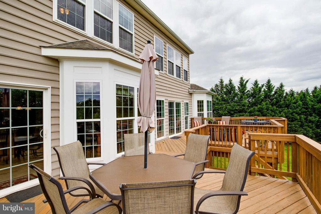Large Deck For Entertaining - 43777 PARAMOUNT PL, CHANTILLY