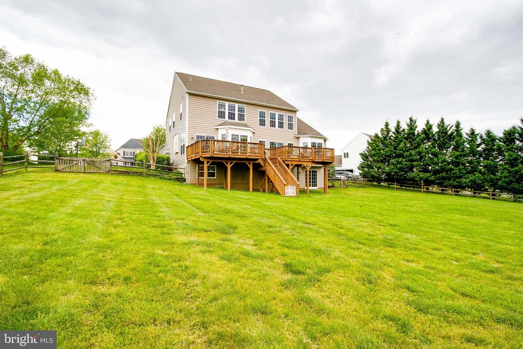 Large Open Fully Fenced Backyard - 43777 PARAMOUNT PL, CHANTILLY