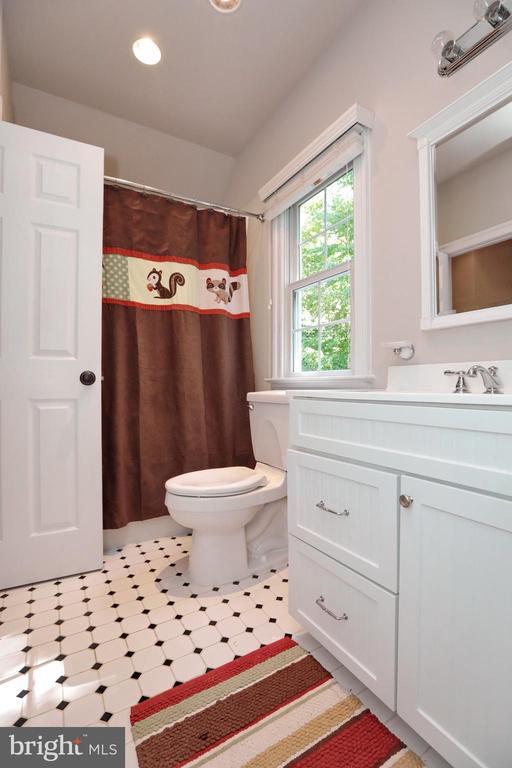 Bathroom off Bedroom #4 - 9600 TERRI DR, LA PLATA