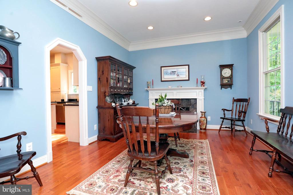 Dining Room with Fireplace - 9600 TERRI DR, LA PLATA