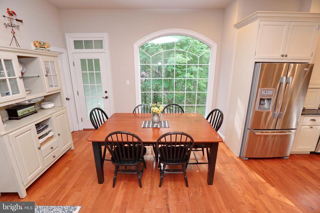 Eat-in-kitchen Area with Picture Window - 9600 TERRI DR, LA PLATA