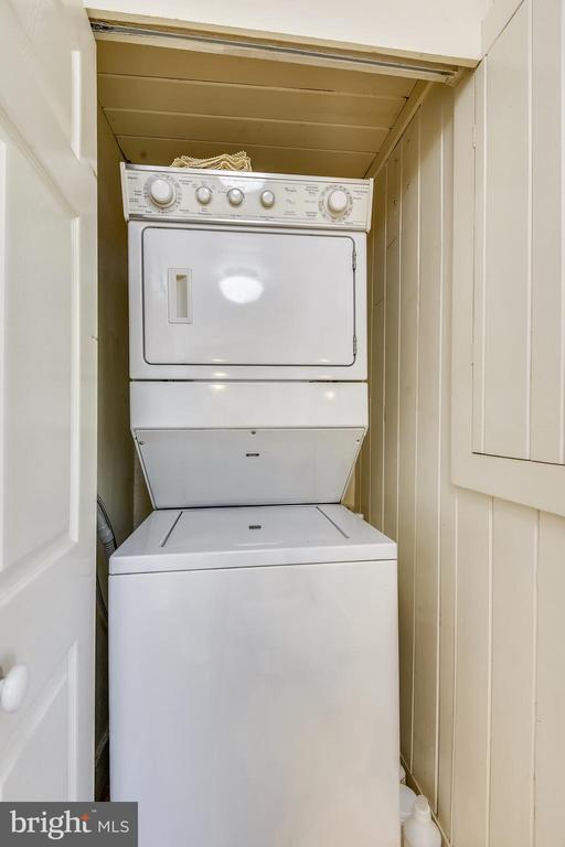 Main Level Washer and Dryer - 8 KING CHARLES PL, ANNAPOLIS