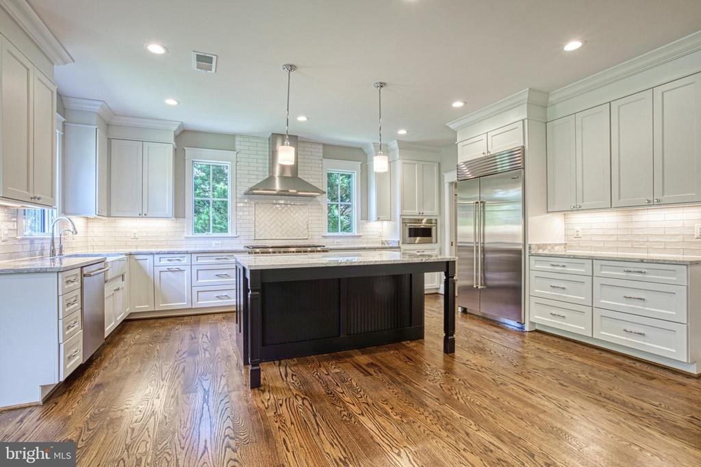 Gourmet kitchen - same model, different location - 6716 31ST ST N, ARLINGTON