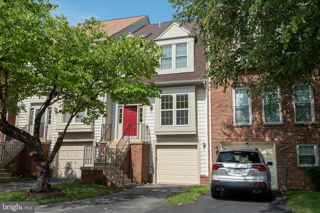 Front of townhouse has parking space &garage - 14090 RED RIVER DR, CENTREVILLE