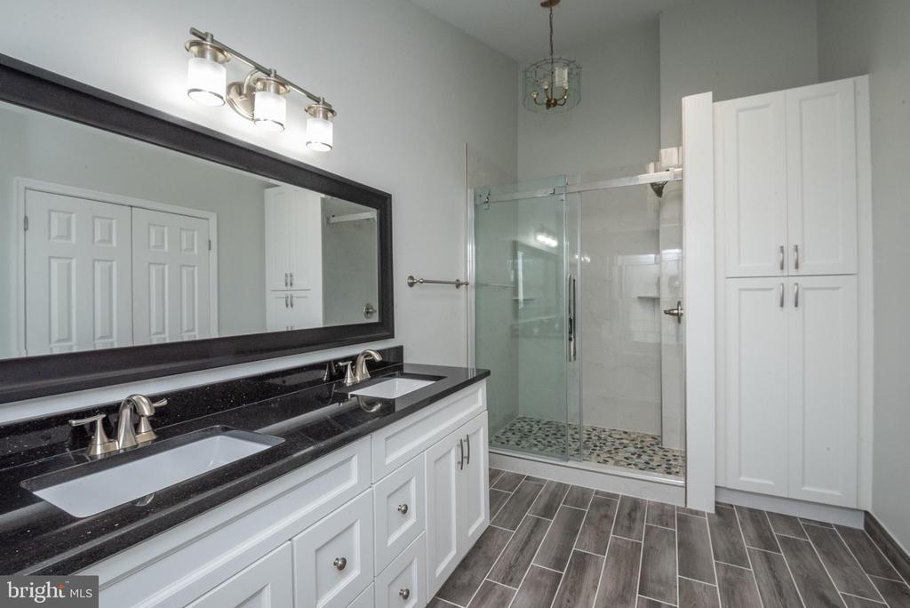 Master bedroom bath - 14090 RED RIVER DR, CENTREVILLE