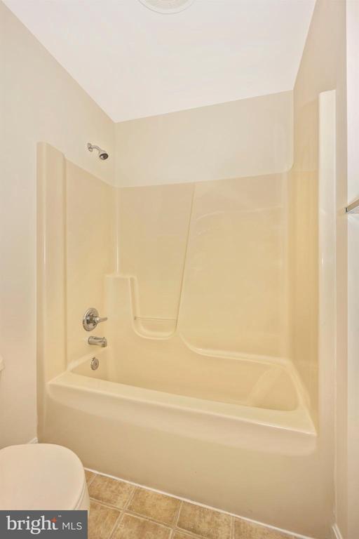 Jack & Jill bathroom - 1705 CANAL RUN, POINT OF ROCKS