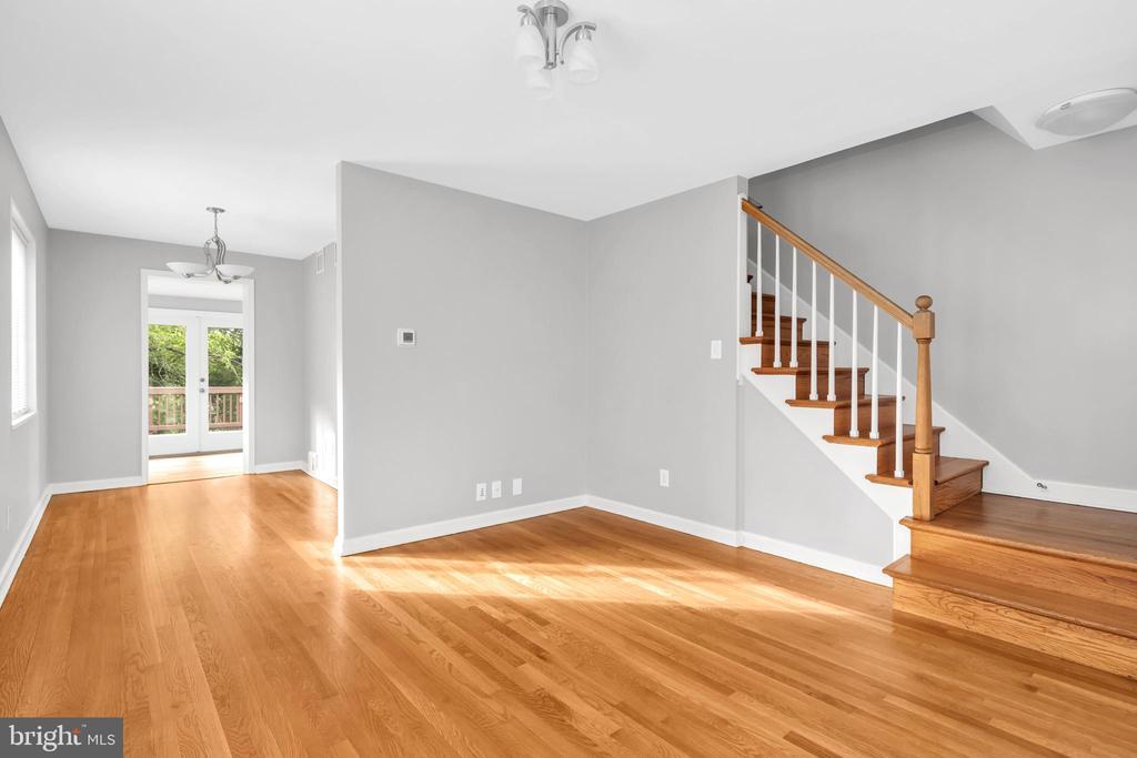 Bright, open floor plan with gorgeous hdwd floors - 36 S INGRAM ST, ALEXANDRIA