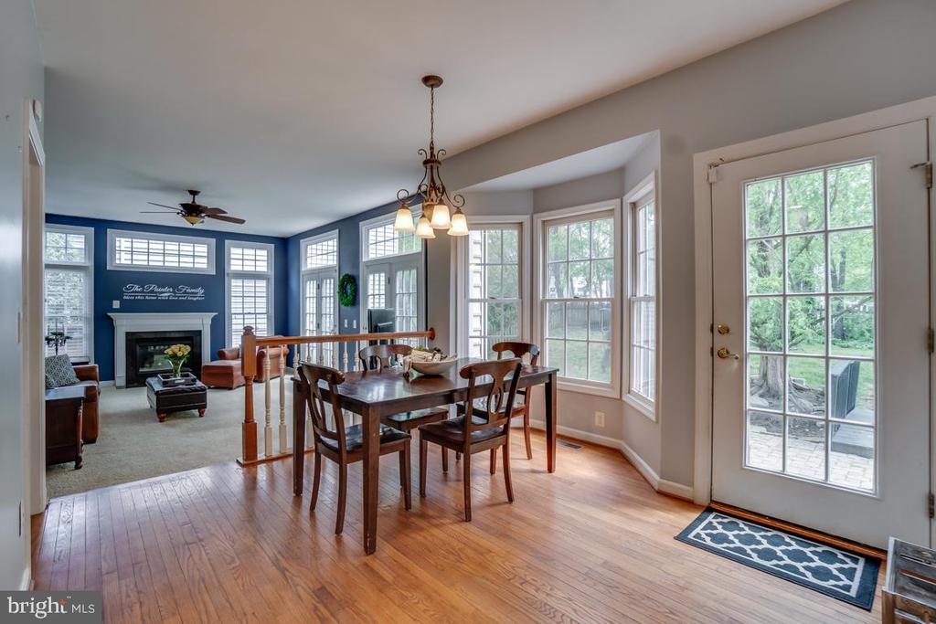 Breakfast room w/bay window - 26022 GLASGOW DR, CHANTILLY