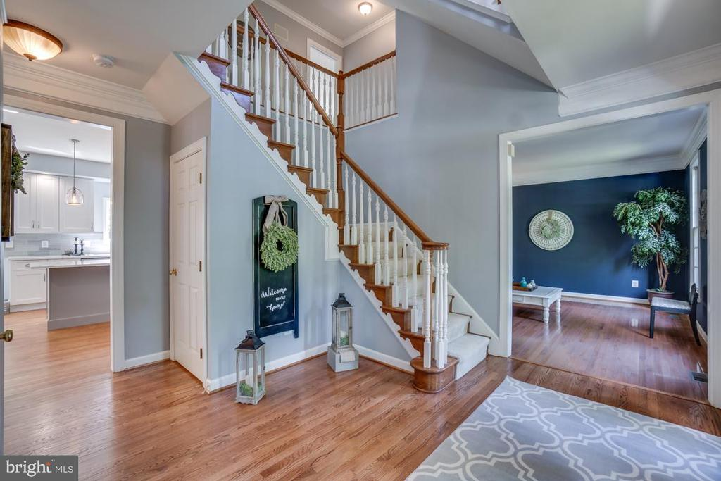 Spacious foyer - 26022 GLASGOW DR, CHANTILLY