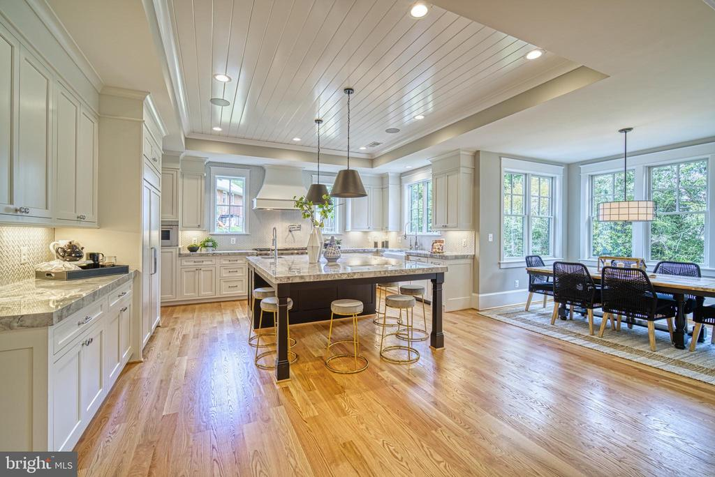 Gourmet kitchen: shiplap ceiling,  breakfast nook - 3511 N POTOMAC ST, ARLINGTON