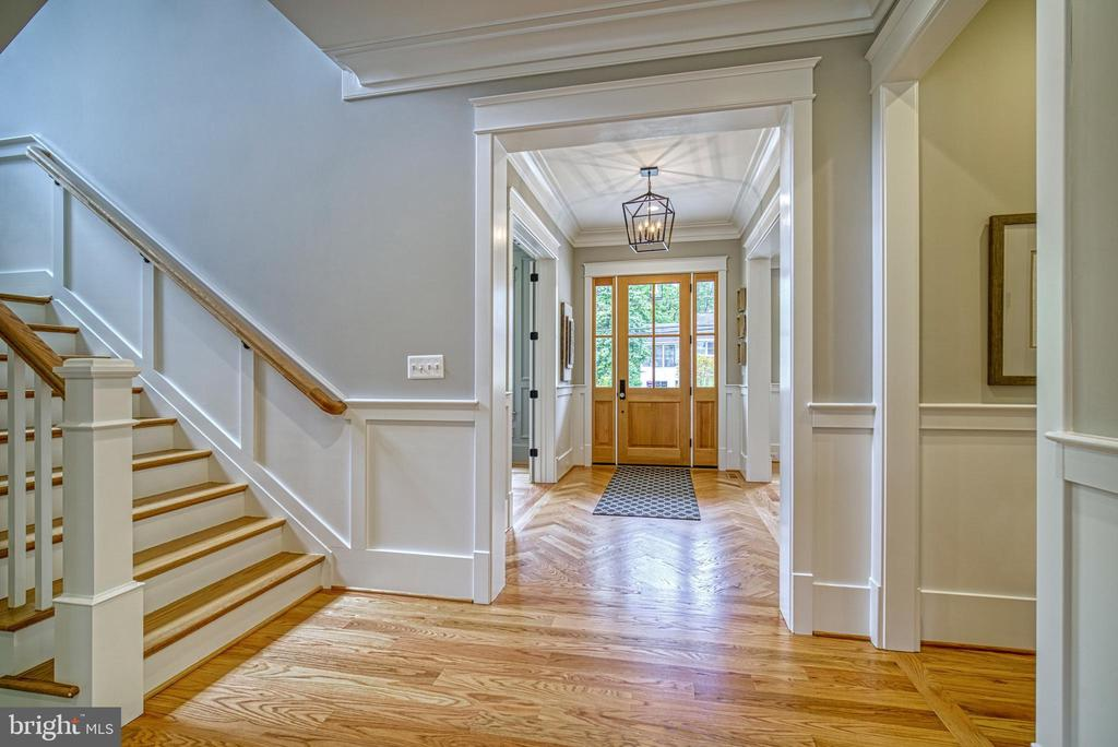Bright foyer with herringbone floor - 3511 N POTOMAC ST, ARLINGTON