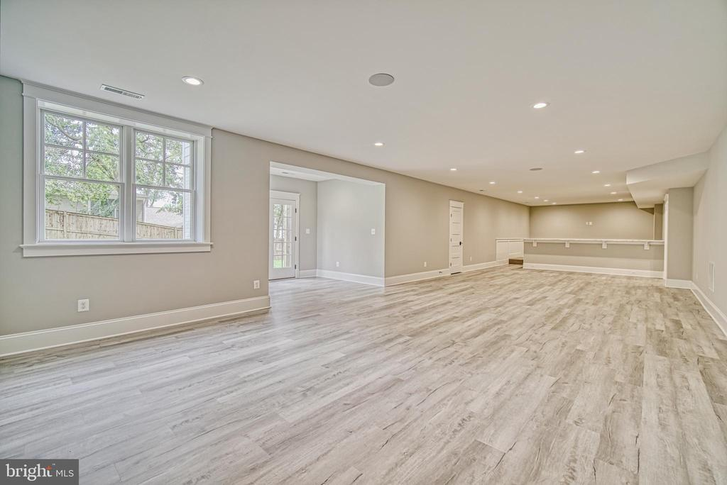 Extra large Recreation room with LVT flooring - 3511 N POTOMAC ST, ARLINGTON