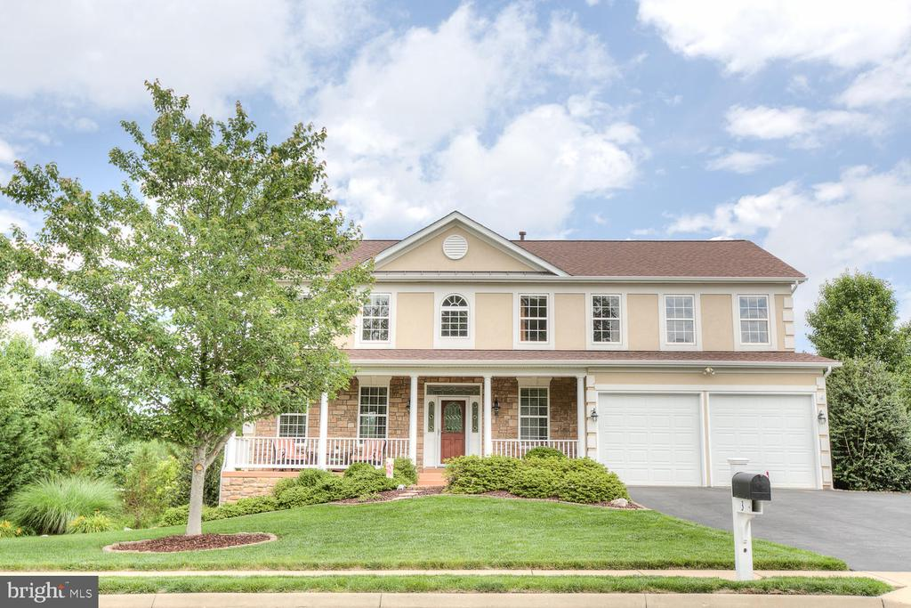 Stylish and stately colonial awaits its new owners - 3 MOUNT ARARAT LN, STAFFORD