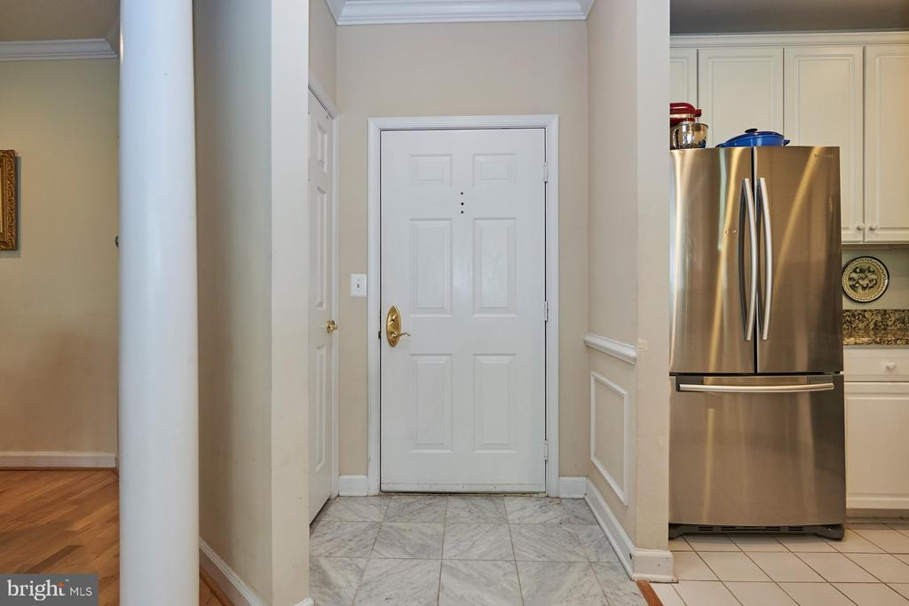 Entryway with coat closet - 1320 N WAYNE ST #301, ARLINGTON