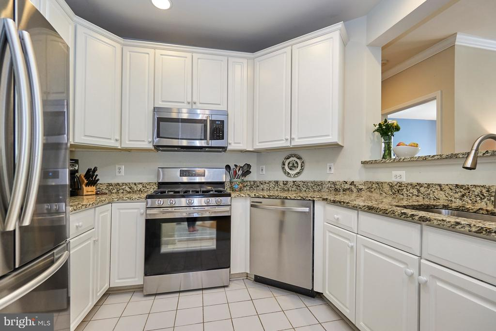 Spacious kitchen w/ NEW SS appliances - 1320 N WAYNE ST #301, ARLINGTON