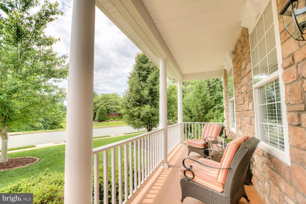 No place like relaxing on the front porch. - 3 MOUNT ARARAT LN, STAFFORD