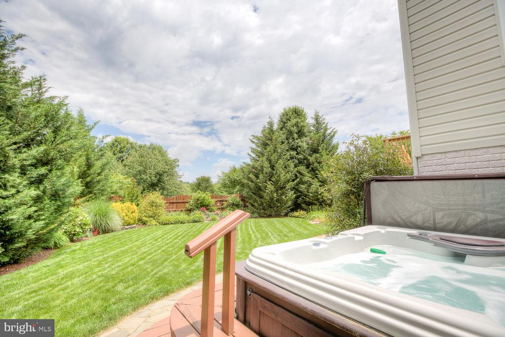 Hot tub surrounded with private landscape. - 3 MOUNT ARARAT LN, STAFFORD