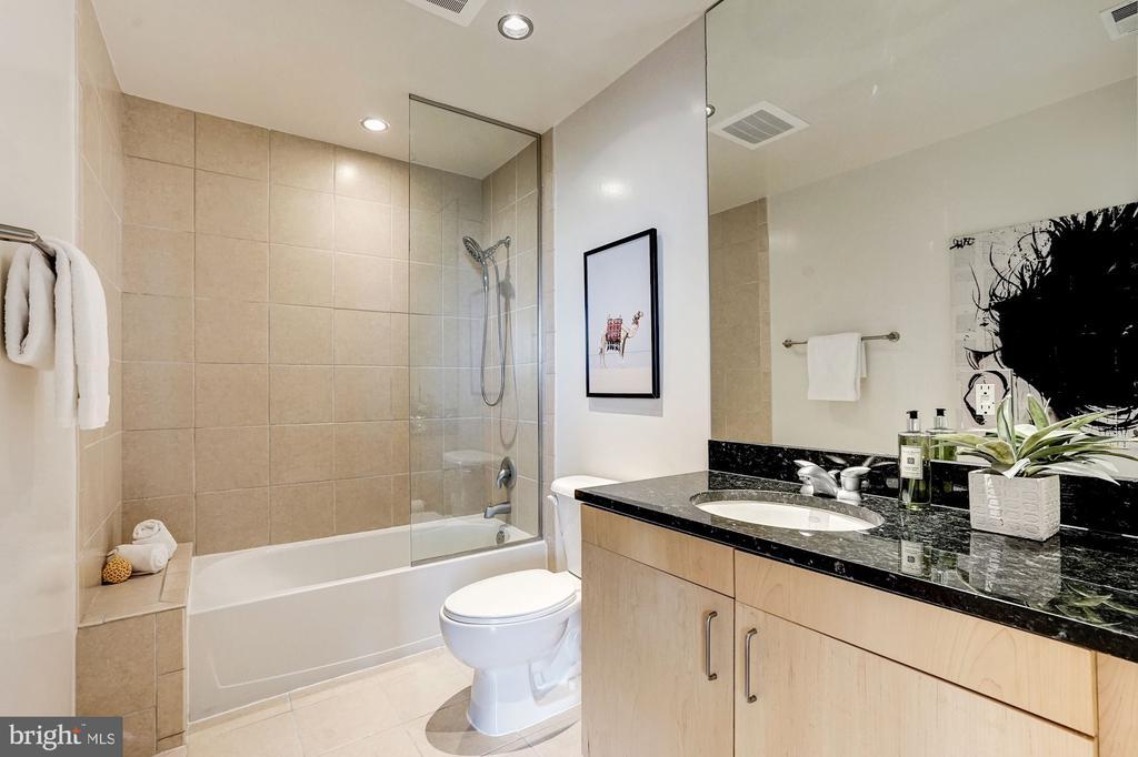 Full Bathroom - 3409 WILSON BLVD #504, ARLINGTON