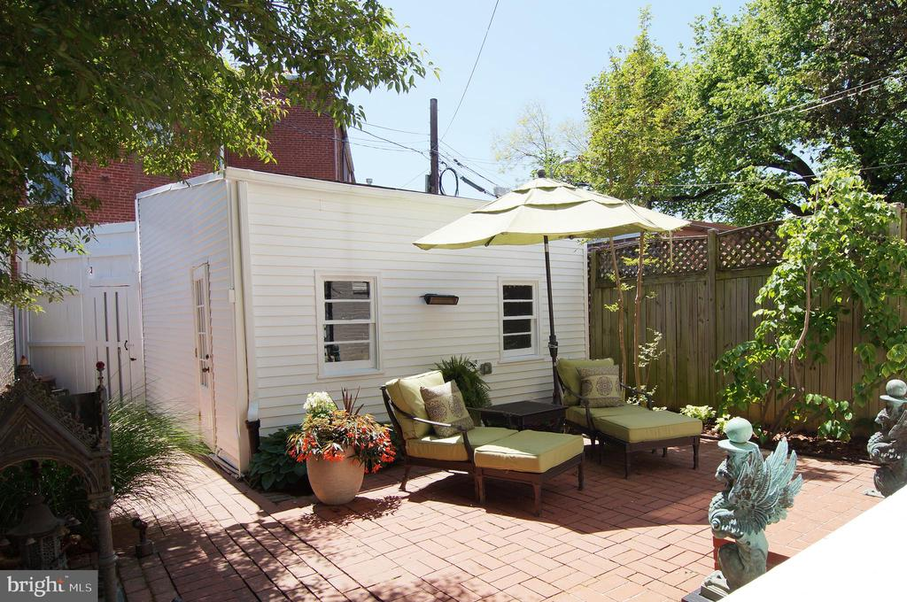 The garage is a charming backdrop - 719 NORTH CAROLINA AVE SE, WASHINGTON