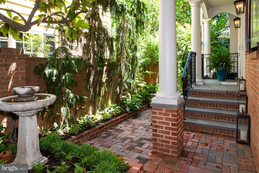 Main entrance with Garden Fountain - 412 WOLFE ST, ALEXANDRIA