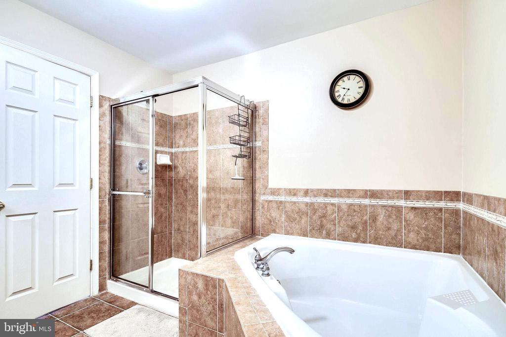 Master Bath with Soaking Tub & Separate Shower - 7109 SILVERLEAF OAK RD #164, ELKRIDGE