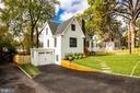 Exterior front driveway - 2710 S ARLINGTON RIDGE RD, ARLINGTON