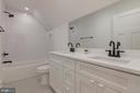 Upper Hall bath - 2710 S ARLINGTON RIDGE RD, ARLINGTON