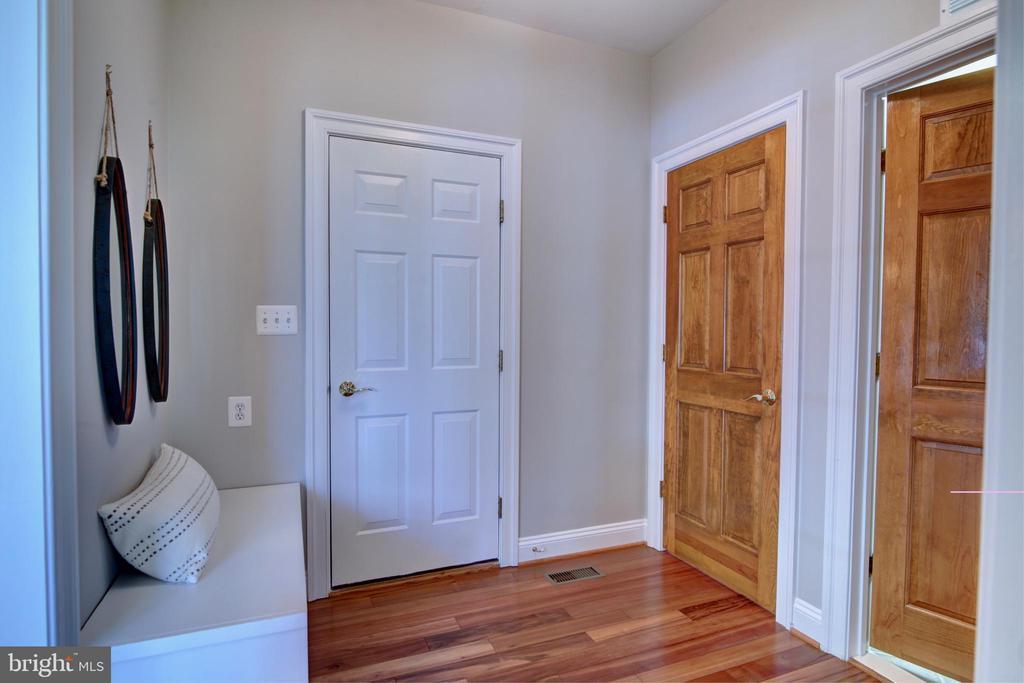 Mud room - 12371 TAYLORSTOWN RD, LOVETTSVILLE
