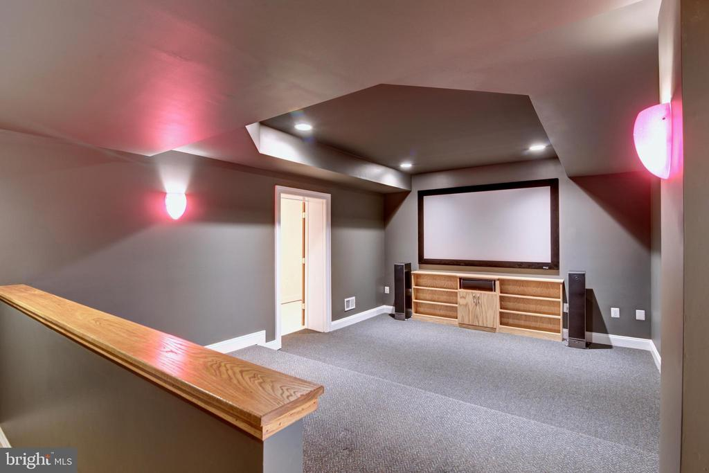 Media room - 12371 TAYLORSTOWN RD, LOVETTSVILLE