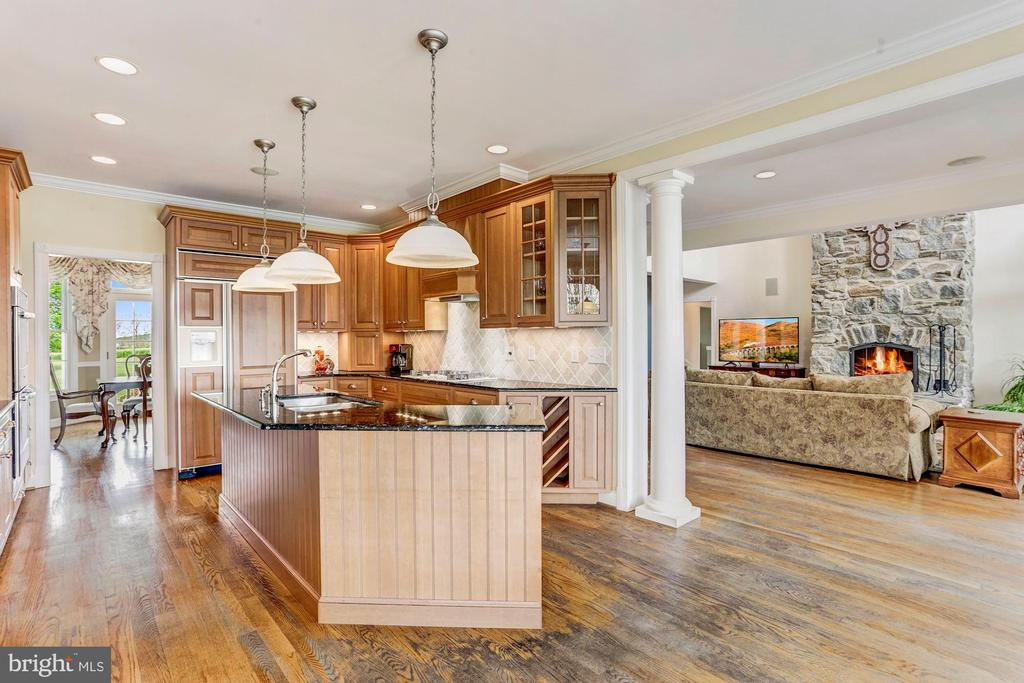Open Plan Kitchen & Adjacent Great Room - 6655 DETRICK RD, MOUNT AIRY