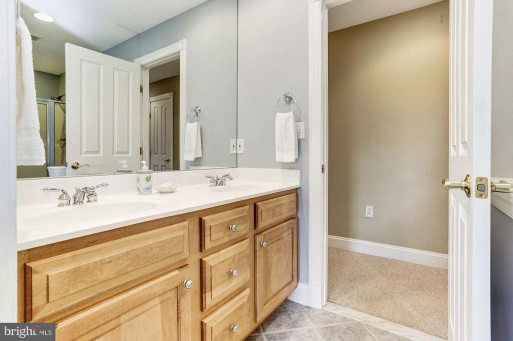 Attached Dual Entry Hall Bath - 6655 DETRICK RD, MOUNT AIRY