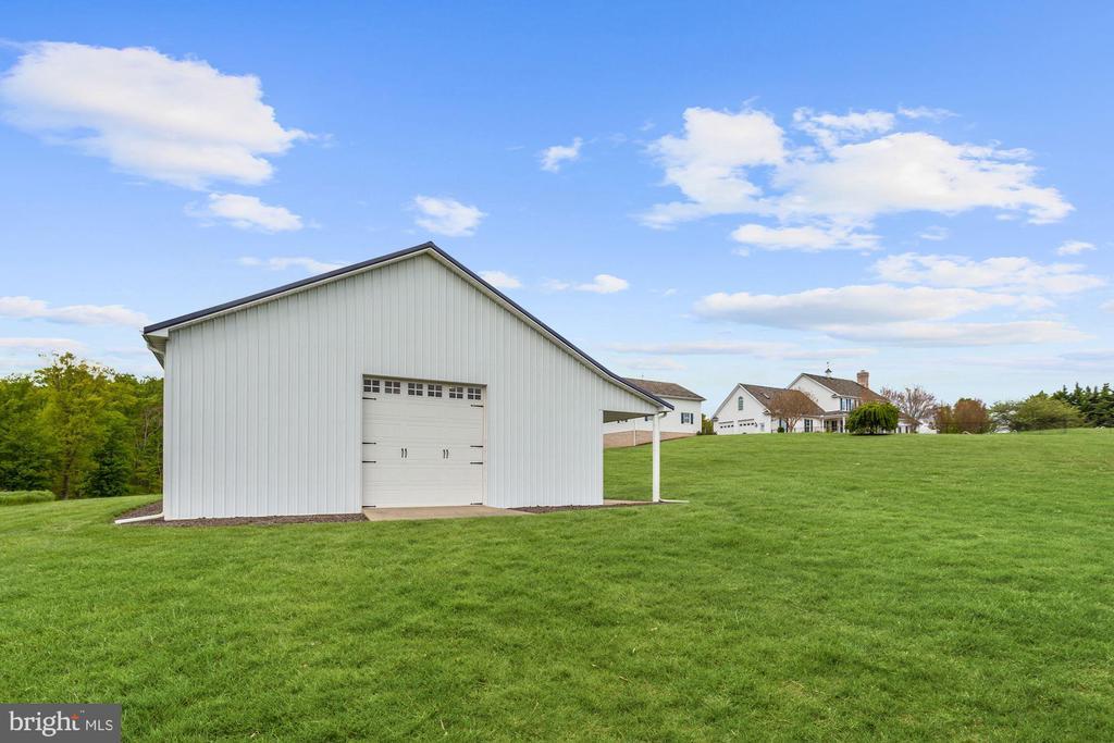 Outbuilding Garage Door - 6655 DETRICK RD, MOUNT AIRY