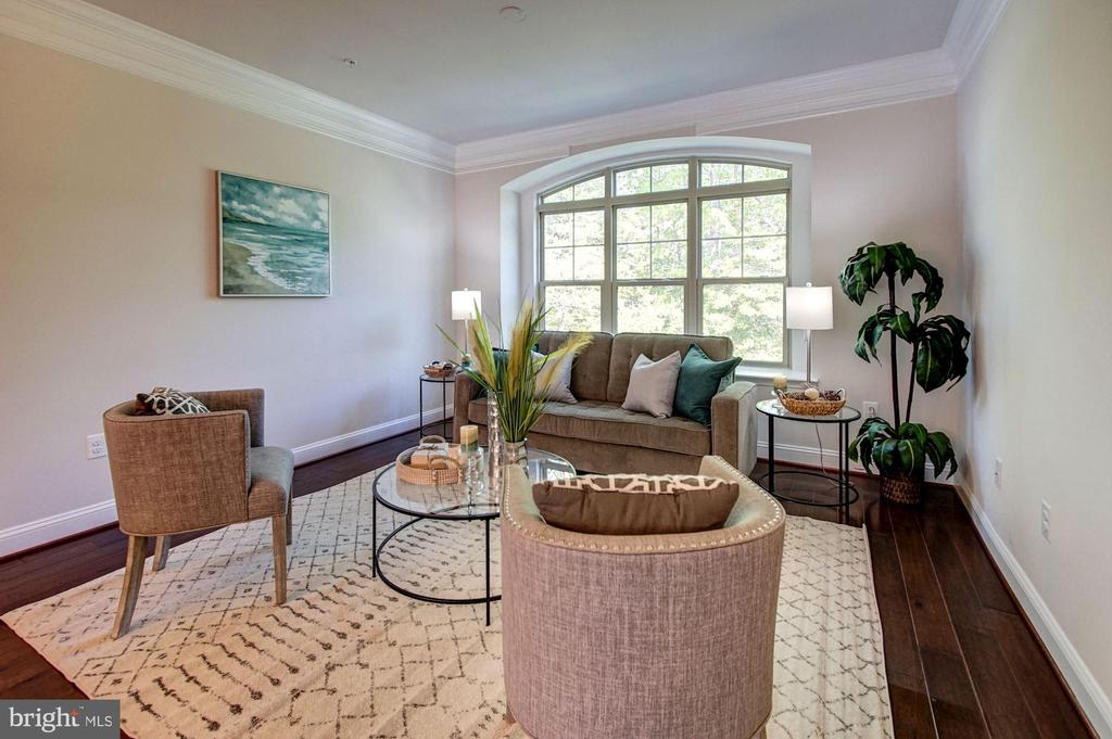 Main level living room w/ arched window bump-out - 116 WATERLINE CT, ANNAPOLIS