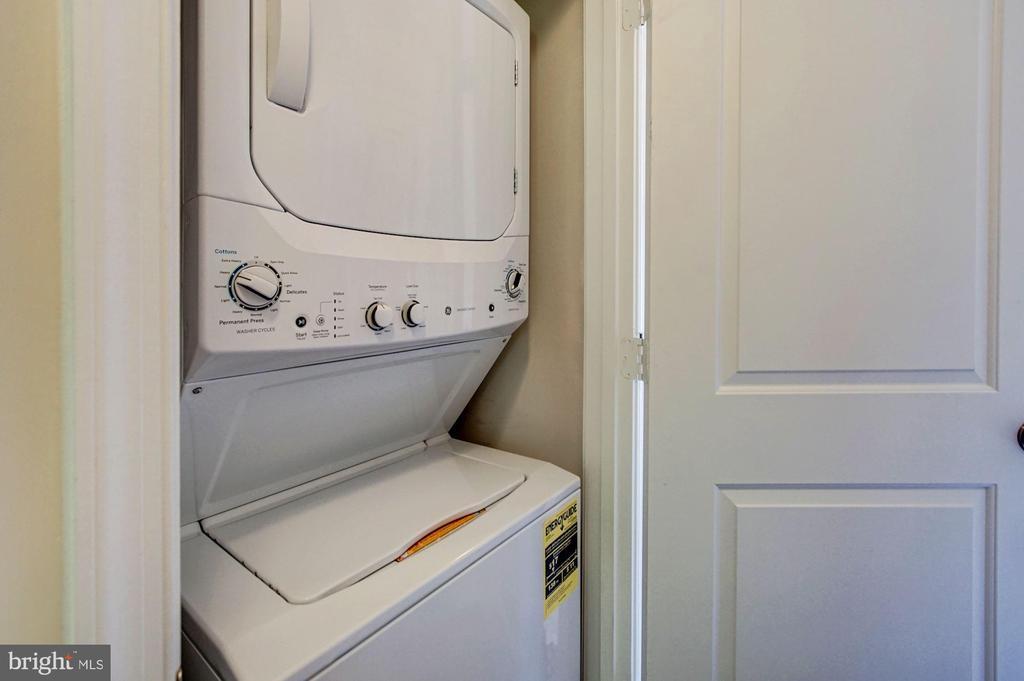 Bedroom level laundry! (Upper level) - 116 WATERLINE CT, ANNAPOLIS