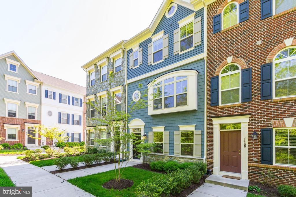 Situated across from the Forest Retention Area - 116 WATERLINE CT, ANNAPOLIS