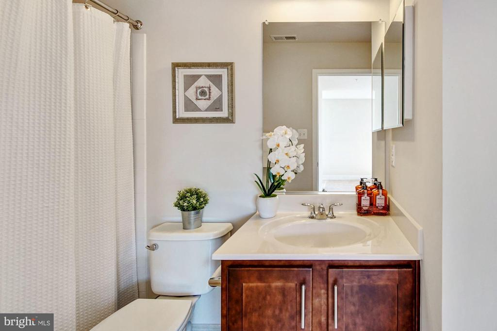 Master bath #2 with tub/shower combination - 116 WATERLINE CT, ANNAPOLIS