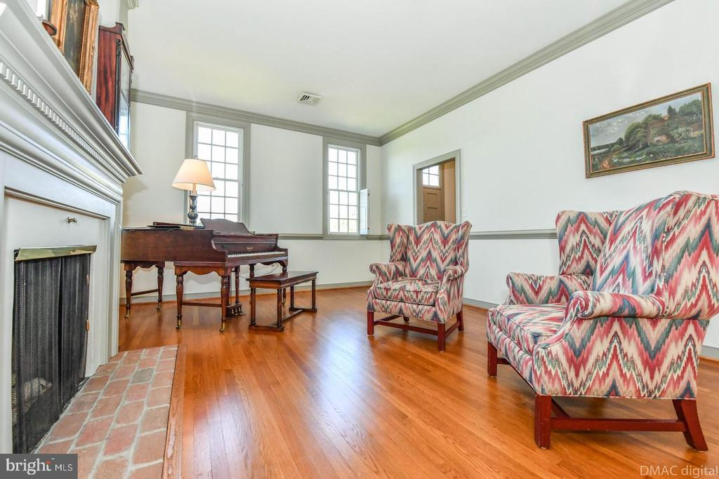 Living room with hardwood floors - 200 MAGNOLIA AVE, FREDERICK