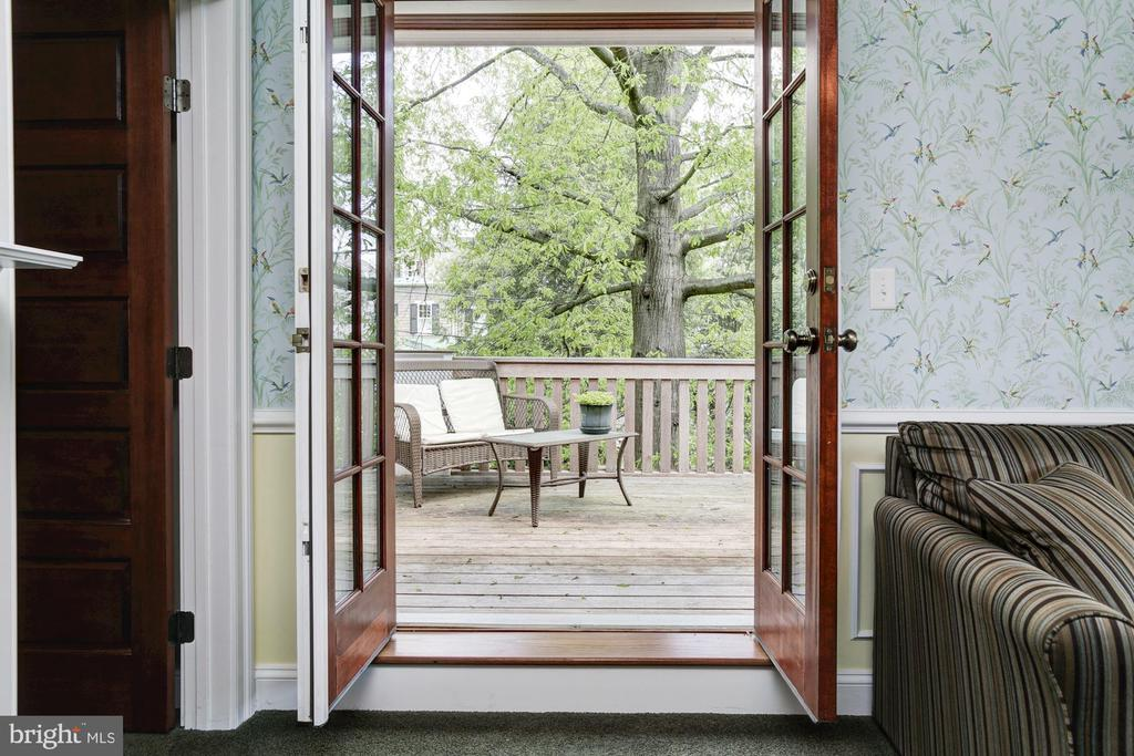 Sitting room to balcony - 2 CUMBERLAND CT, ANNAPOLIS