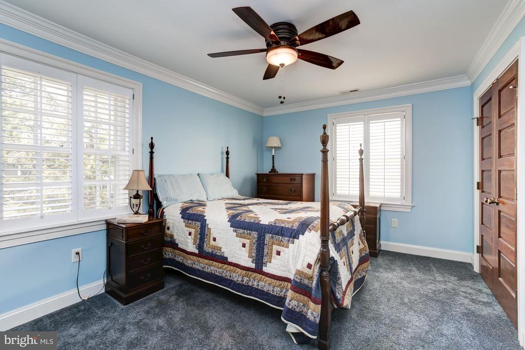 2nd Bedroom with large closet - 2 CUMBERLAND CT, ANNAPOLIS