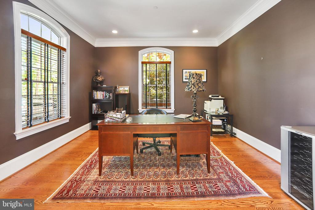 Library/Office - 7117 EXFAIR RD, BETHESDA