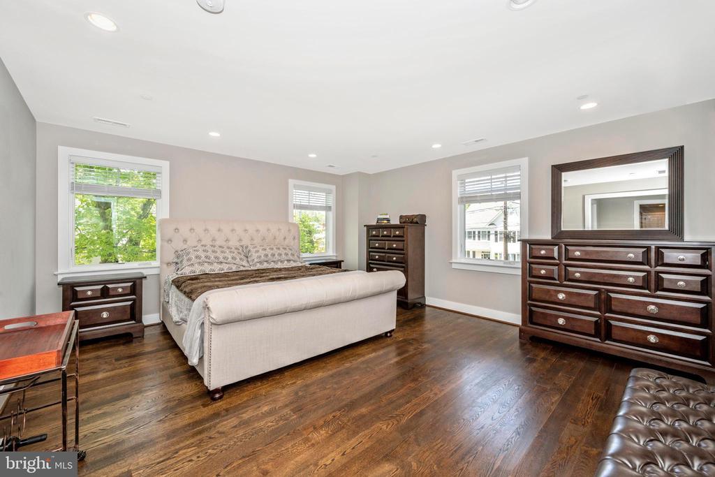Master Bedroom - 5606 FOREST PL, BETHESDA