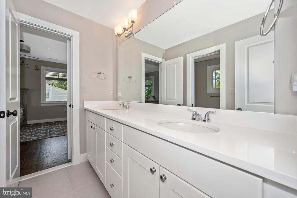 Jack and Jill Bathroom - 5606 FOREST PL, BETHESDA