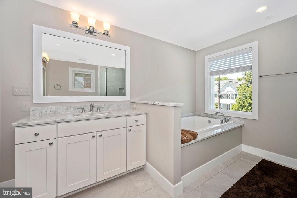 Master Bath w/ Soaking Tub - 5606 FOREST PL, BETHESDA