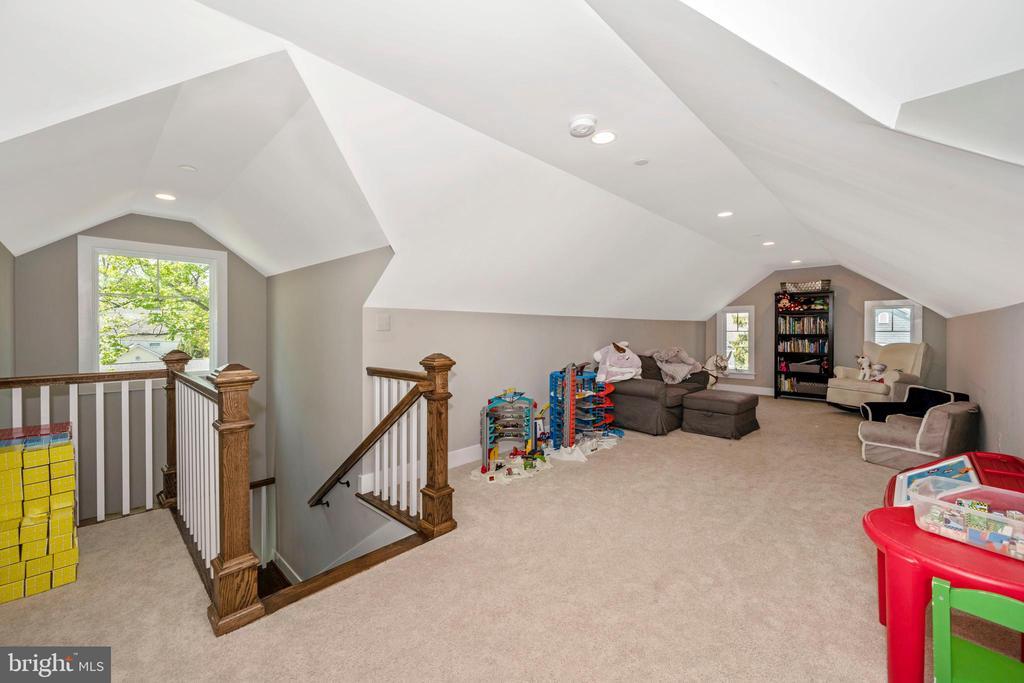 5th Bedroom/Loft - 5606 FOREST PL, BETHESDA