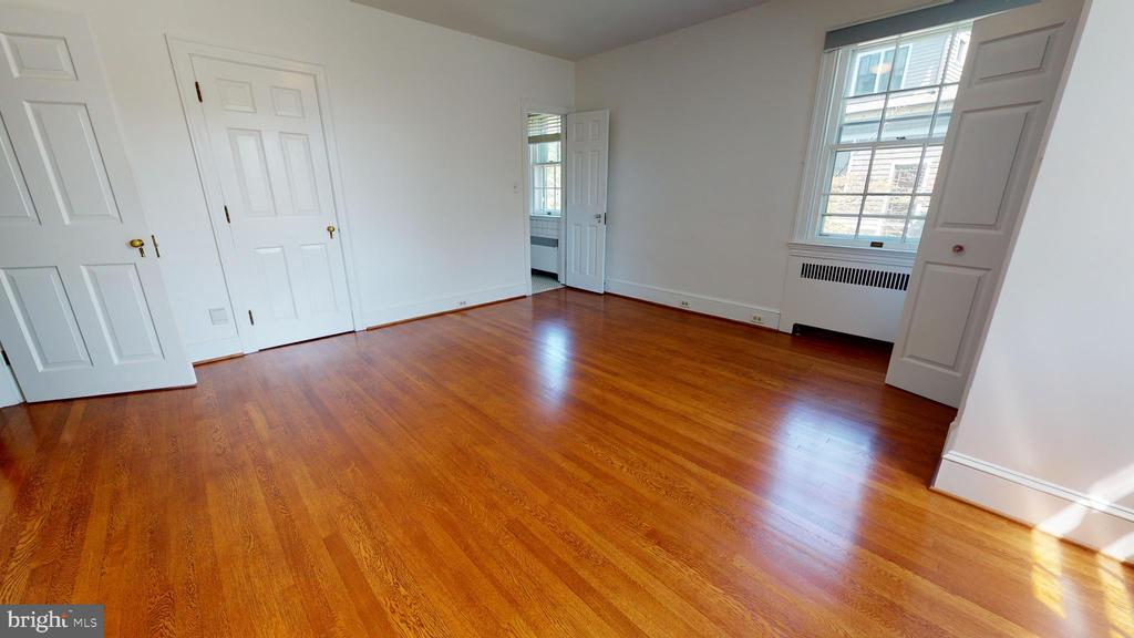 Large 2nd bedroom - 304 UPPER COLLEGE TER, FREDERICK