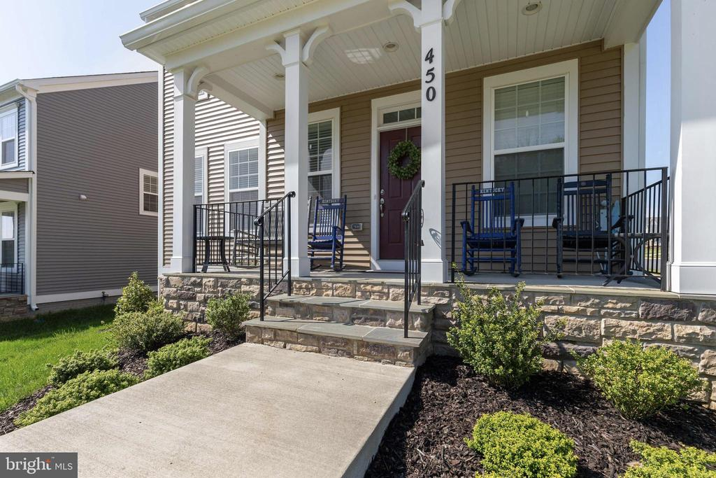 Front Porch with Ample Sitting Area - 450 EMBREY MILL RD, STAFFORD