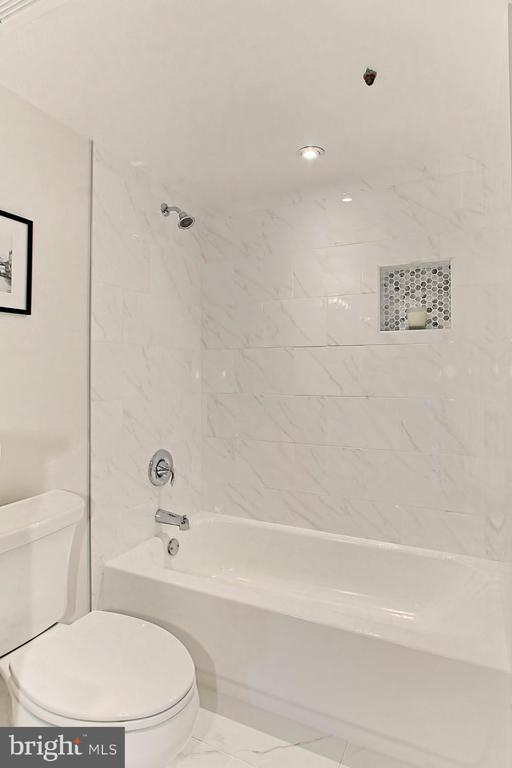 Master Bath - 1101 S ARLINGTON RIDGE RD #309, ARLINGTON