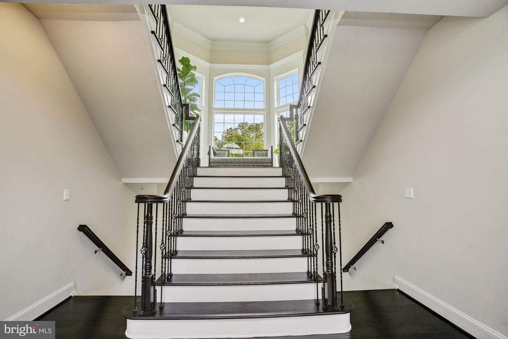 Dual Up/Down Stair - 13029 HIGHGROVE RD, HIGHLAND