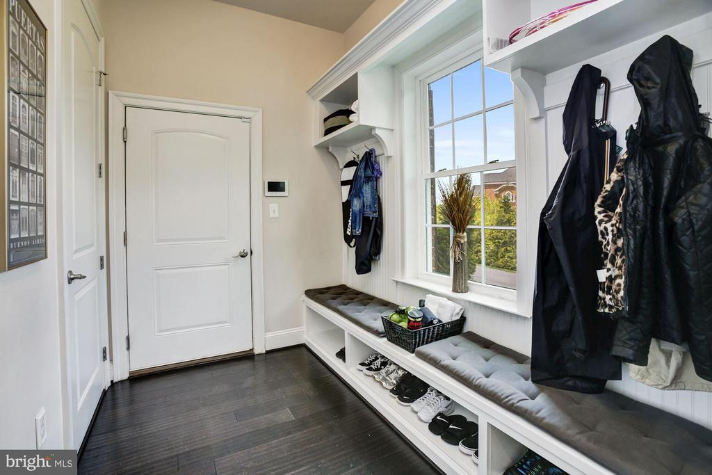Arrival Center, W/I Pantry & Built-in Cubbies - 13029 HIGHGROVE RD, HIGHLAND