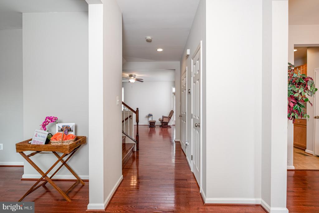Hardwood Flooring on Main Level - 25928 KIMBERLY ROSE DR, CHANTILLY
